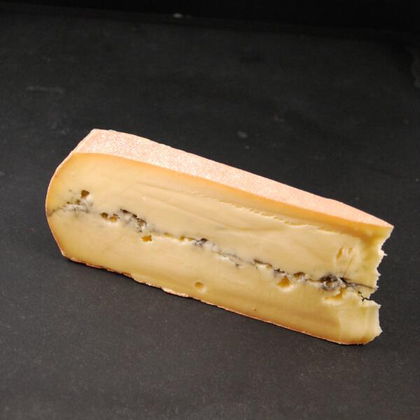 Morbier Artisanal : Fromage à pâte pressée non cuite à base de lait cru de vache
