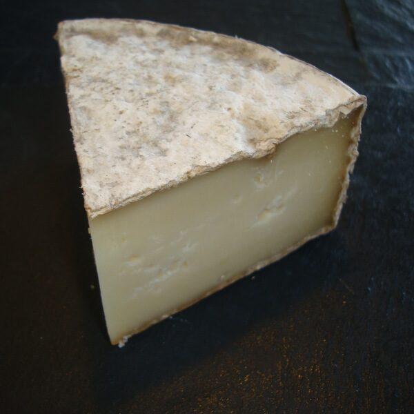 Tome des Bauges : fromage à pâte pressée au lait cru de vache