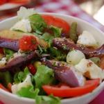 Salade au magret, avec melon et camembert