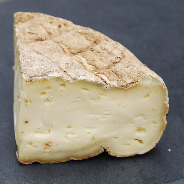 Tome du Segala : fromage au lait cru de Vache à pâte pressée non cuite