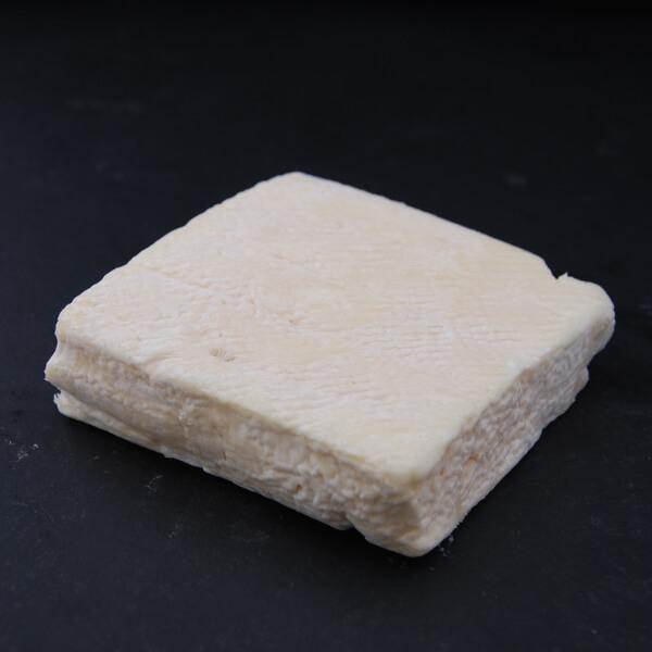 Carré Blanc : Chèvre au lait cru à croûte naturelle