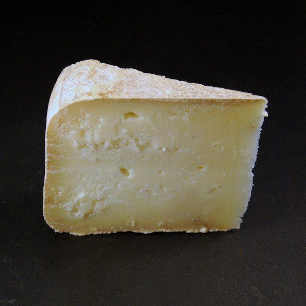 tomme de chèvre : fromage au lait cru de chèvre