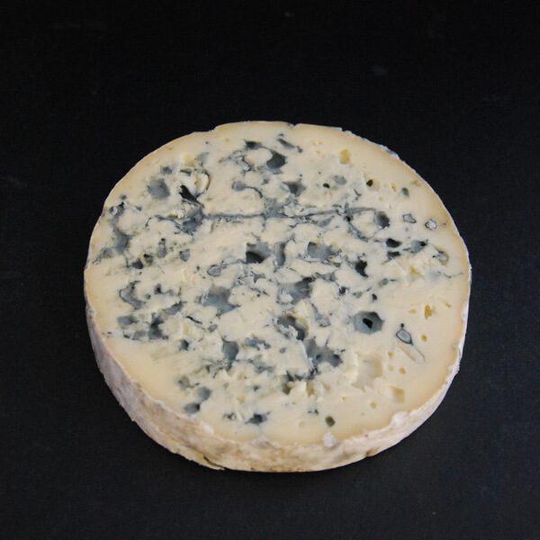Fourme d'Ambert : Fromage persillé à base de lait cru de vache