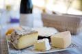 Différences entre les fromages à pâte pressée et à pâte molle