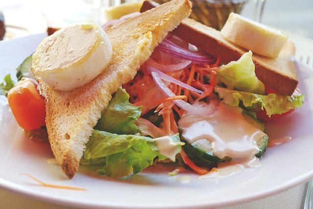 Fromage bon pour la santé salade