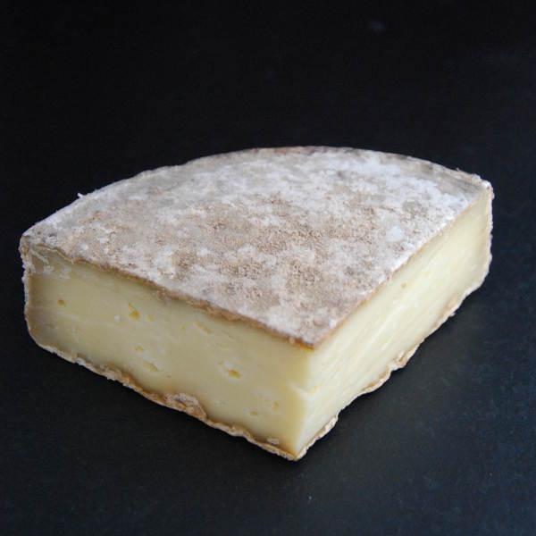 Tome des bauges : Fromage au lait cru de Vache à pâte pressée non cuite