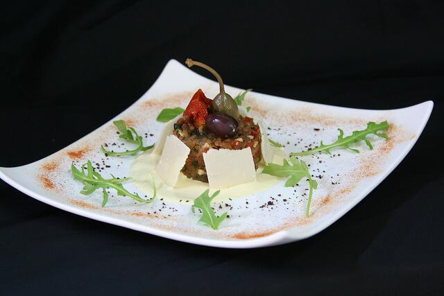 Tartare de veau et pommes au saint marcellin