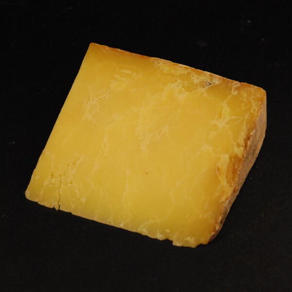 Cheddar : Fromage au lait cru de Vache à pâte pressée non cuite