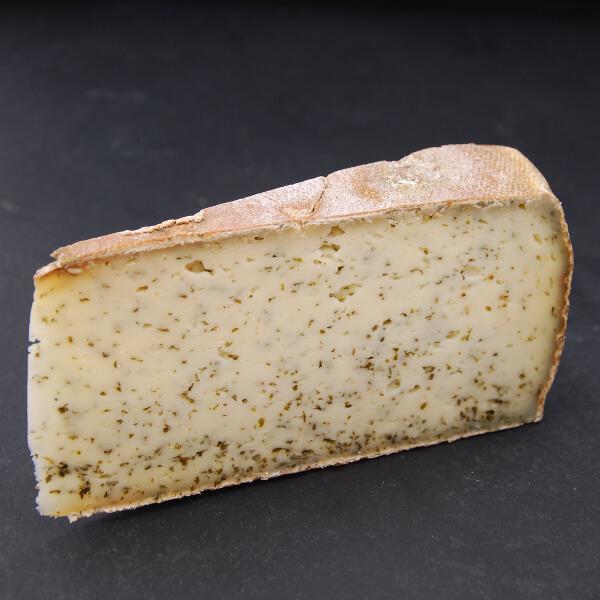 Tomme Ail des Ours : Fromage à pâte pressée cuite