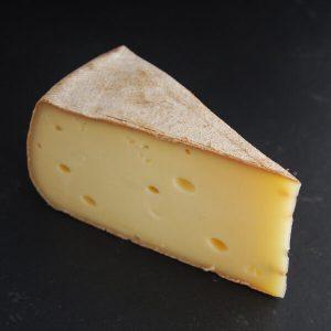 Tomme fumée : Fromage au lait cru de Vache à pâte pressée non cuite