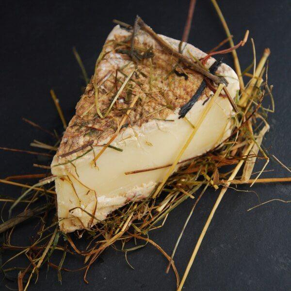 Tomme au Foin : Fromage au lait cru de Vache à pâte pressée non cuite