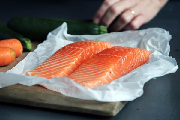 Recette raclette originale avec saumon fumé et fruits de mer