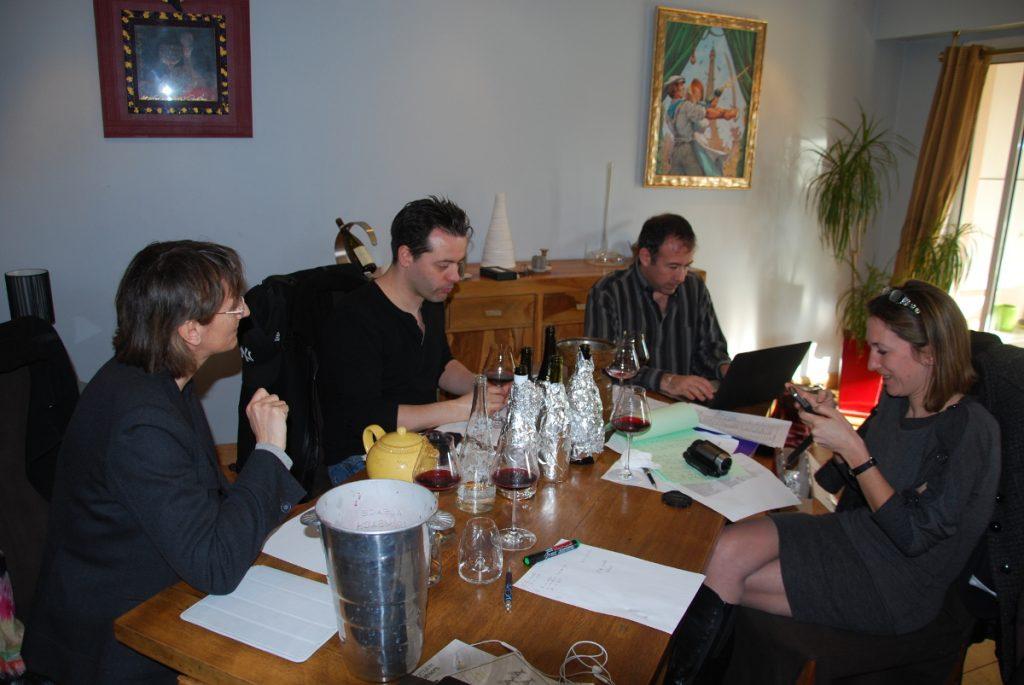 Une partie de l'équipe VINEABOX, en compagnie de Franck, en plein travail