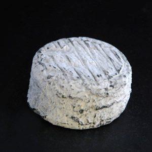 Palet de chèvre cendré : fromage au lait cru de chèvre à pâte molle à croûte naturelle