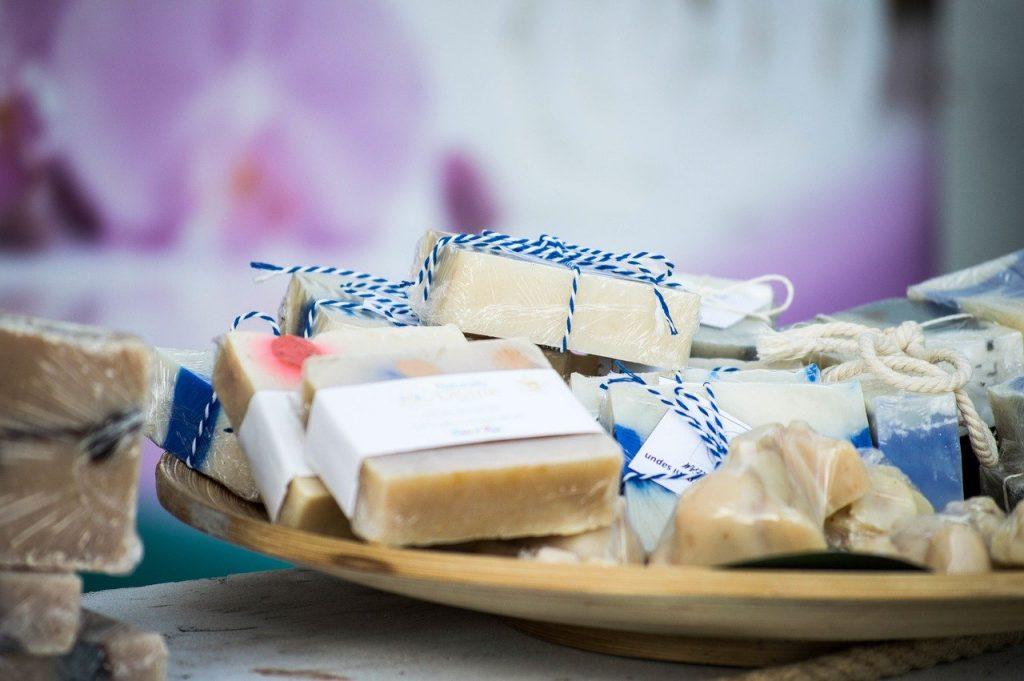 Quels ingrédients peuvent être utilisés pour fabriquer du fromage vegan