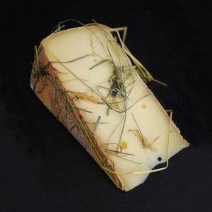 Raclette au Foin : Fromage au lait cru de Vache à pâte pressée non cuite