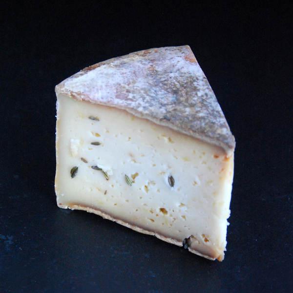 Tomme au chniu : fromage au lait cru de vache à pâte pressée non cuite