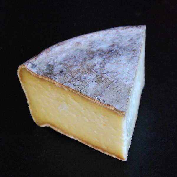 Tomme fermière savoyarde : Fromage au lait cru de Vache